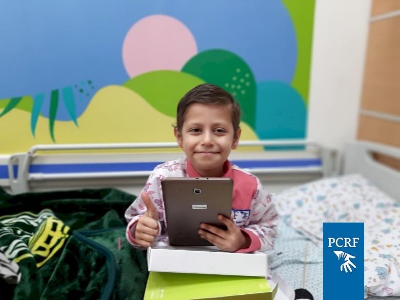 8-year-old Mais gets an iPad through