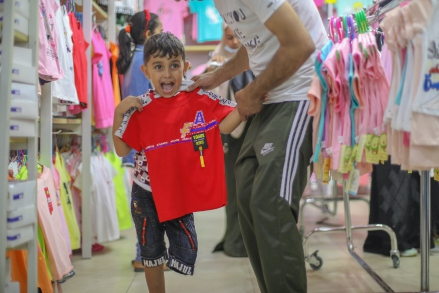 PCRF Distributes Clothes for Gaza Children before Eid